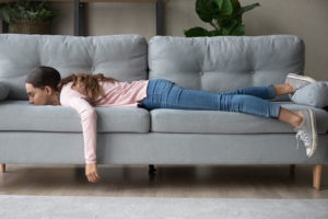 Bild Frau Sofa - Blogbeitrag Nutropia Pharma - Was versteht man unter Allergie?