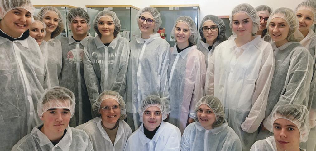 Foto Schülergruppe im Labor
